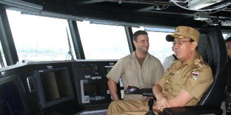Bupati ROR Kunjungi Kapal Militer Milik AS