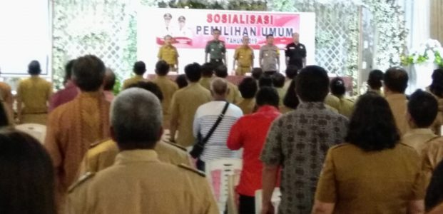 Dibuka Bupati Roy Roring, Kesbangpol Sosialisasi Pemilu 2019