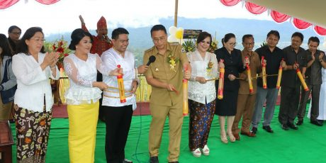 Wali Kota dan Wawali Tomohon Hadiri HUT Negeri Rurukan ke-171