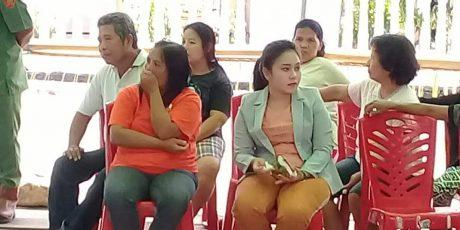 Dewi Roe Salurkan Hak Politiknya di TPS 1 Desa Molompar  Satu